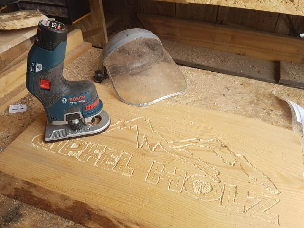 Schild aus Holz Schriftenfräser
