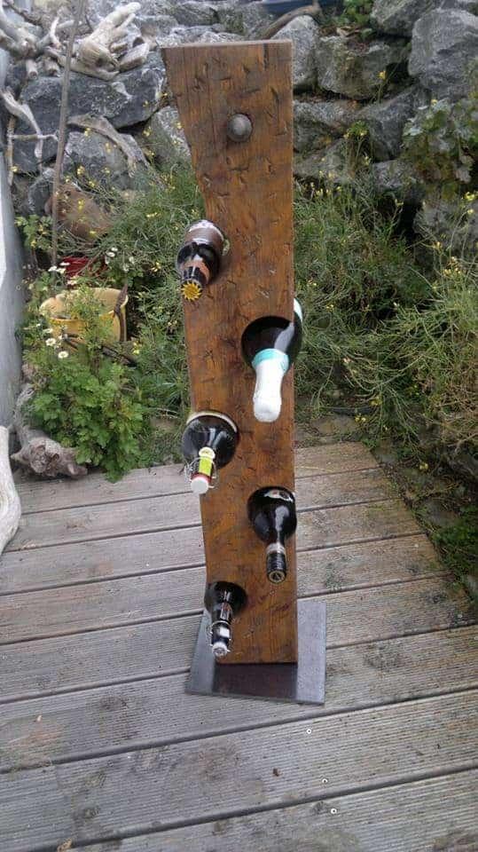 Weinflaschenhalter aus Holzbalken